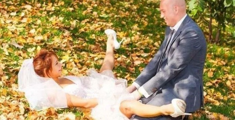 funny pic of bride and groom in compromising pose