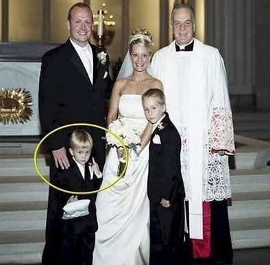 funny pic of child giving the finger in a wedding photo