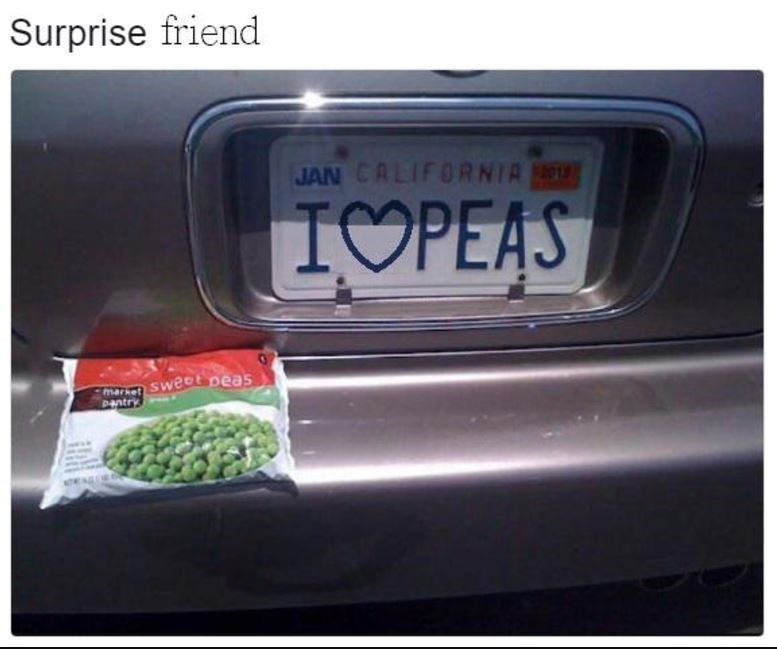 Wholesome and funny meme of a license plate that says I <3 Peas, someone leaves a bag of peas on the bumper of their car.