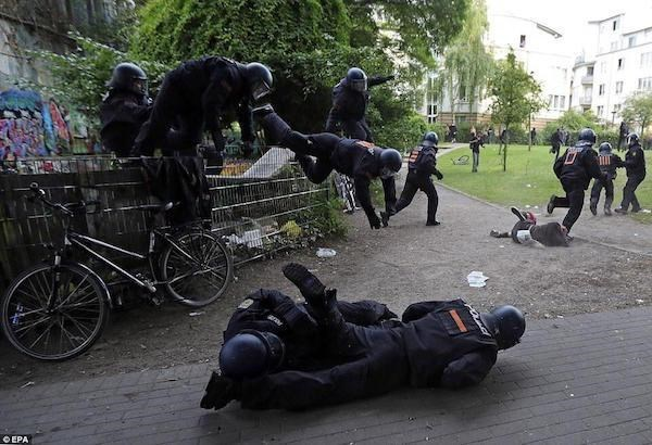 Perfect timing photo of special forces spilling onto the street