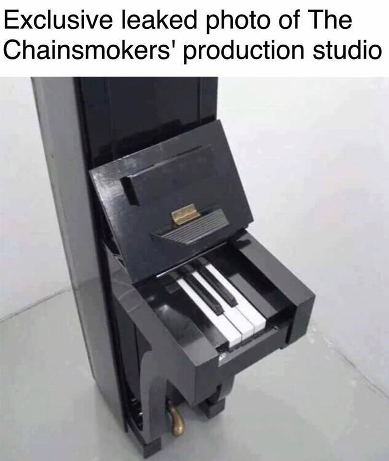 Funny meme of a three key piano, to describe the simplicity of the Chainsmoker's music.