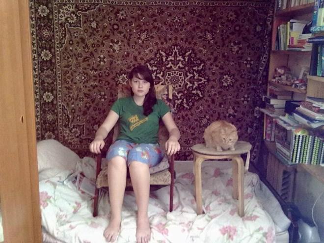 russian girls - Sitting