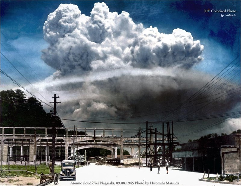 Cloud - Colorized Photo f bastako, J. Atomic cloud over Nagasaki, 09.08.1945 Photo by Hiromihi Matsuda