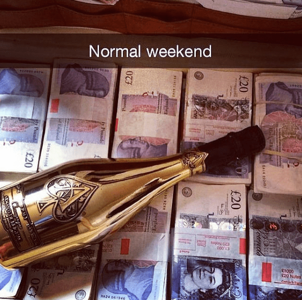 Musical instrument - Normal weekend 0003 t1000 120 Notes HA24 061340 a14 22243 otends £20 £20 puBu £20 ty Peunds TEndand E39 3306 Peends £20 Chamy
