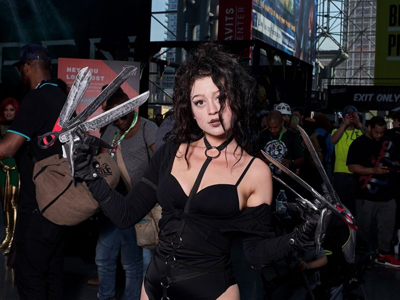 Edward Scissorhands cosplay by girl at New York Comic Con 2017