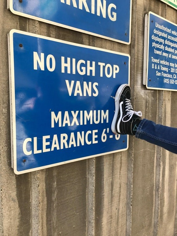 Text - Blue - NG Unauthorized vehic designated accessi displaying dofinguihi physically dsabled pe towed away at owne Towed vehicles may be B&A Towing-301 0M San Francisco, CA (415) 552-13 NO HIGH TOP VANS MAXIMUM CLEARANCE 6-