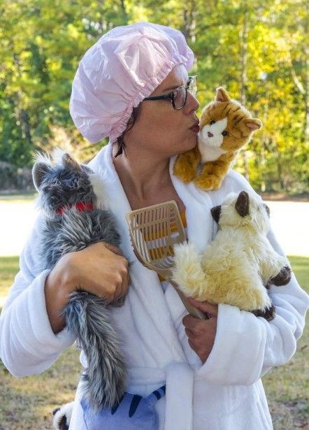 crazy cat lady costume - Companion dog