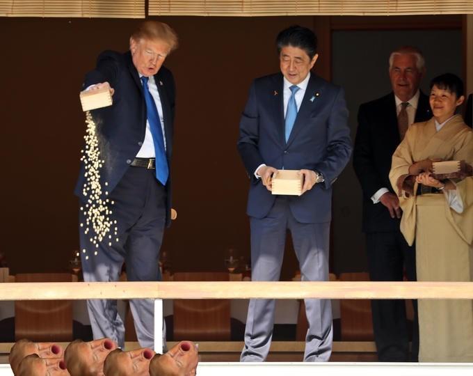 Trump meme of him feeding himself
