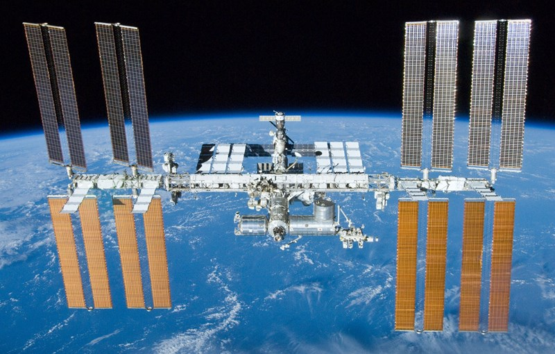 Astronaut on the International Space Station takes a timelapse while