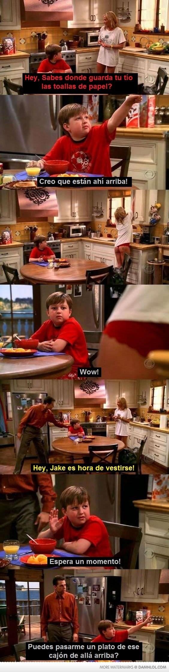 escena de hombres en donde el nino le pide a una chica que le alcance un plato