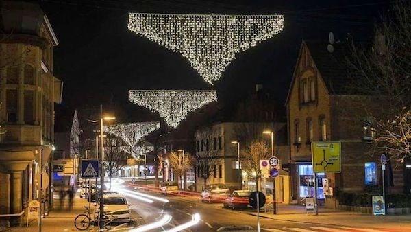 Christmas design fail of holiday lights that look like bikini bottoms
