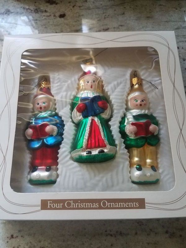 Christmas design fail of a pack of 4 ornaments that only comes with three