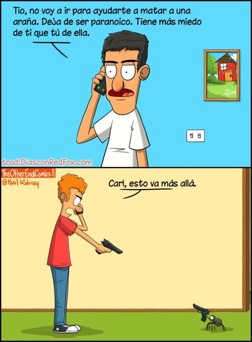 chico trata de matar a una arana con un revolver
