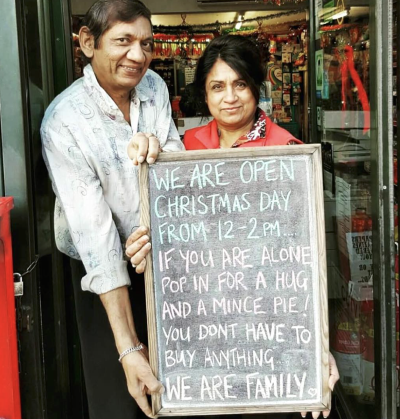 wholesome meme of a restaurant offering free pie to anyone on Christmas