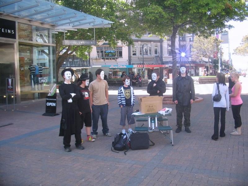Public space - EINS HALLENSTEINS BUY1 GET XPRICE OPEN 5IG