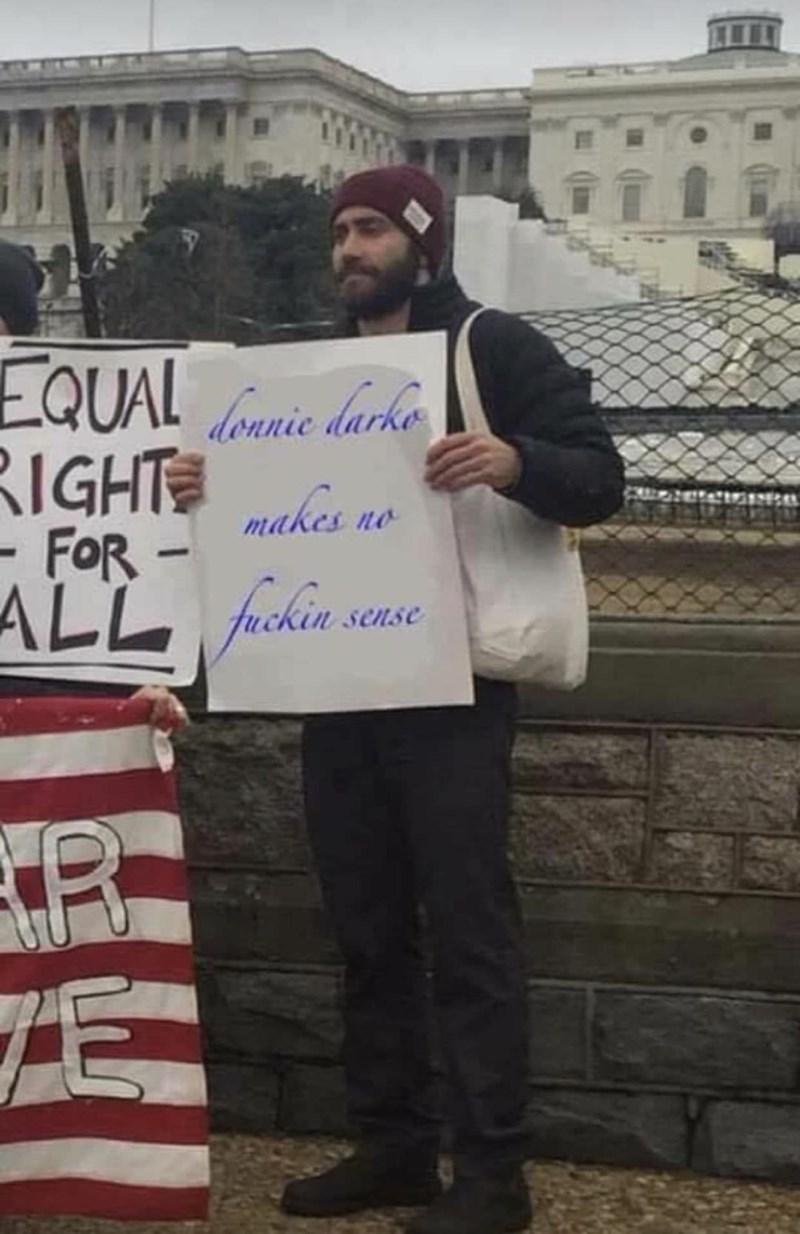 Protest - loanie darke IGHT makes no - FoR- sense E