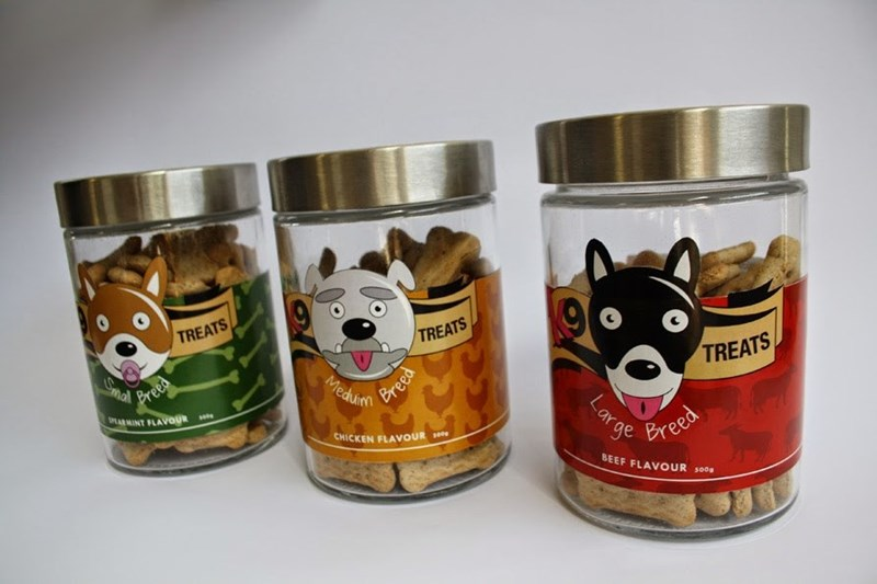 Tin can - TREATS TREATS Smal Breed Bree Meduin TREATS MARMINT FLAVOUR Lar ge Breed CHICKEN FLAVOUR s BEEF FLAVOUR s00s Lox