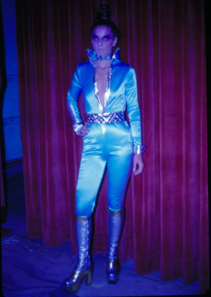 vintage cosplay - Electric blue