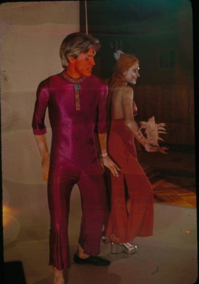 vintage cosplay - Performance