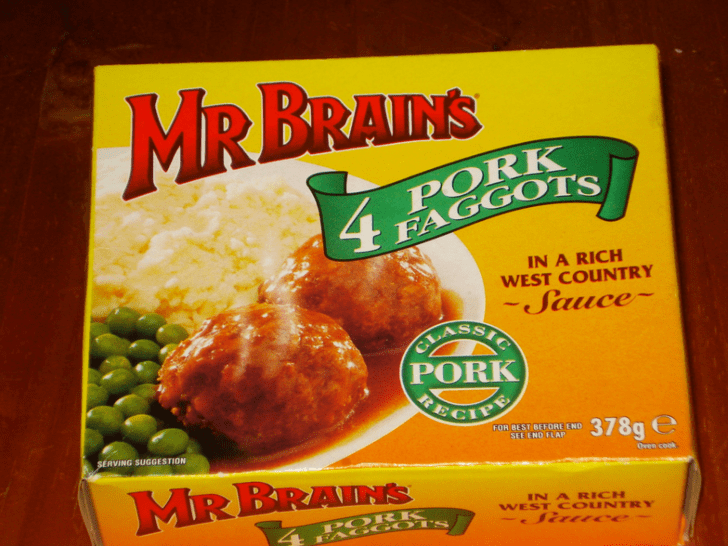 Food - RBRAINS M PORK FAGGOTS IN A RICH WEST COUNTRY -Sauce CL PORK RE FOR BEST BEFORE ENO 378g SERVING SUGGESTION SEE END FLAP Oven cook MRBRAINKs IN A RICH WEST COUNTRY PORK AGGOTS S Ce