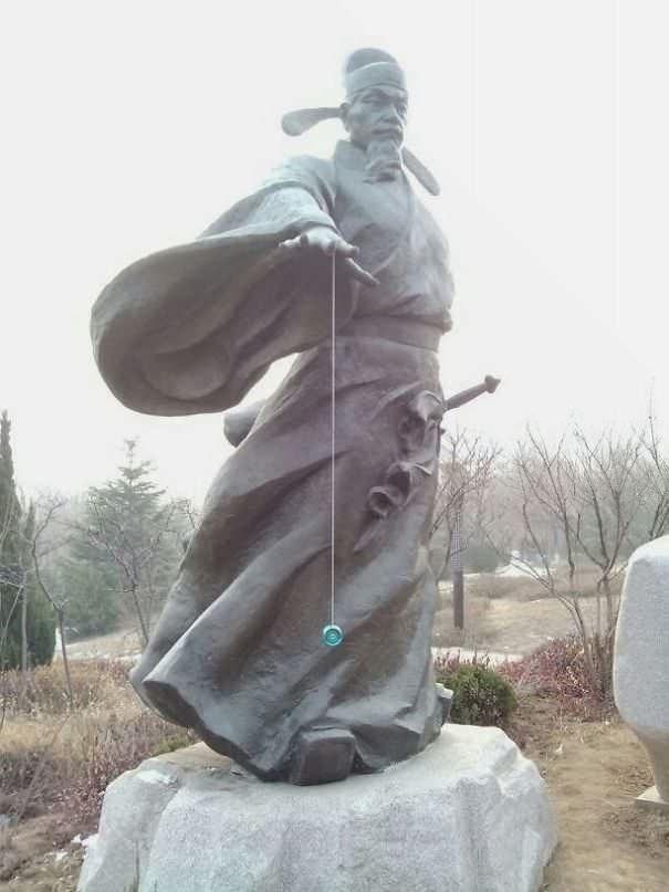 funny vandalism - Statue