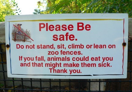 Text - Please Be safe. Do not stand, sit, climb or lean on zoo fences. If you fall, animals could eat you and that might make them síck. Thank you.