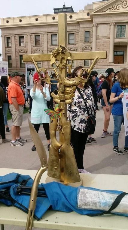Statue - pilon G D