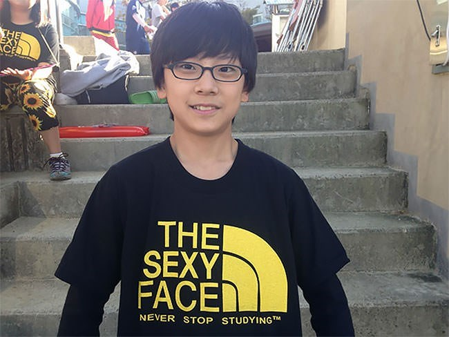 T-shirt - THE EXY ACE THE SEXY FACE NEVER STOP STUDYINGT