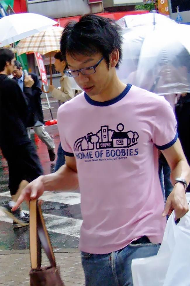 T-shirt - CHOMS HOME OF BOOBIES Main Mcone, UT SC37
