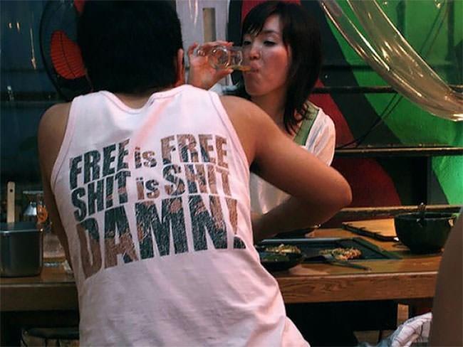 T-shirt - FREEis FREE SHI is SH MAMN