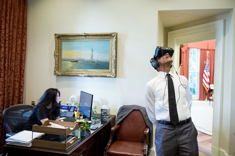 presidents,virtual reality,virtual reality goggles,photoshop battle,barack obama,funny,win,politics