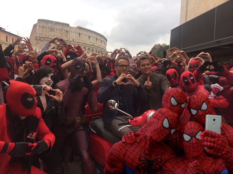 Photoshop of a bunch of Spider Mans taking a group selfie