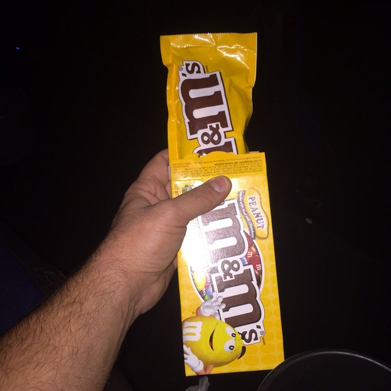 Snack - PEANUT Wadewith Real Milk Chocolate m S ET WT