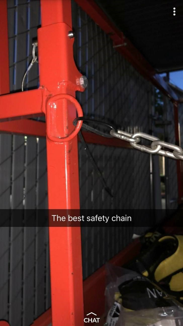 Red - The best safety chain AN CHAT