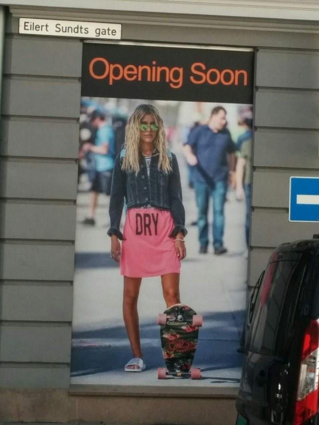 Street fashion - Eilert Sundts gate Opening Soon DRY