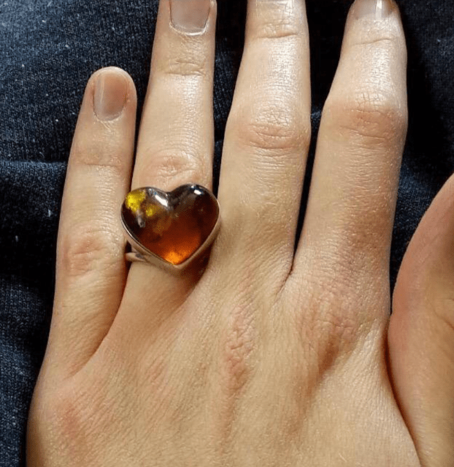 Woman Receives Ugly Engagement Ring And Asks The Internet For Advice