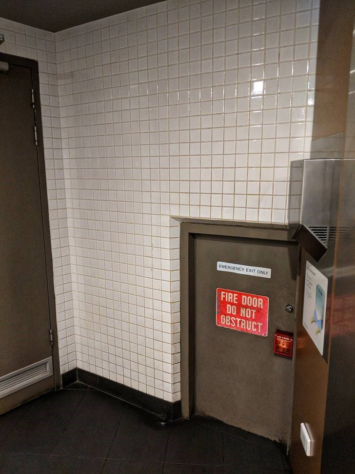 Wall - EMERGENCY EXIT ONLY FIRE DOOR DO NOT 0BSTRUCT