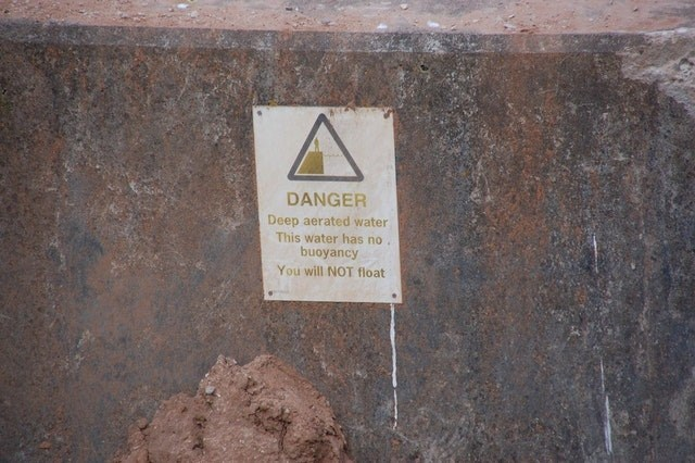 Text - DANGER Deep aerated water This water has no. buoyancy You will NOT float