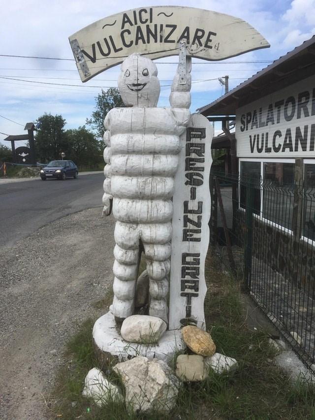 Sculpture - AICI ULCANIZARE SPALATOR VULCANI