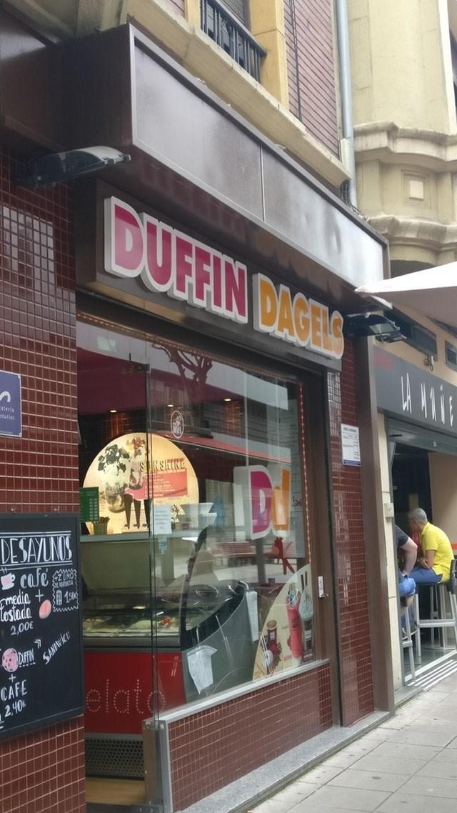 Building - DUFEIN DIGTS eleris starias SHIRE DE SAYLNG cafe $2 CNOS media losiada 2,00 CAFE 2,40 Lelato