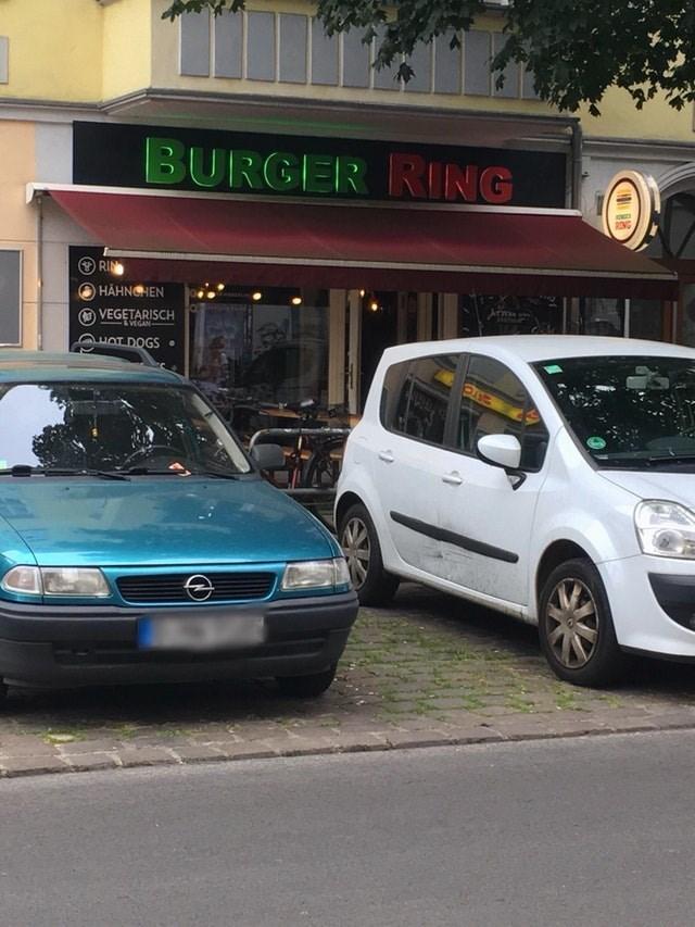 Land vehicle - BURGER RING RONG RIN HAHNGHEN VEGETARISCH &VEGAN HOT DOGS