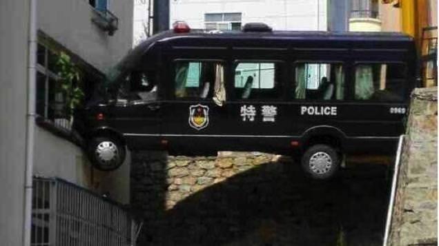fails - Vehicle - 特警 POLICE