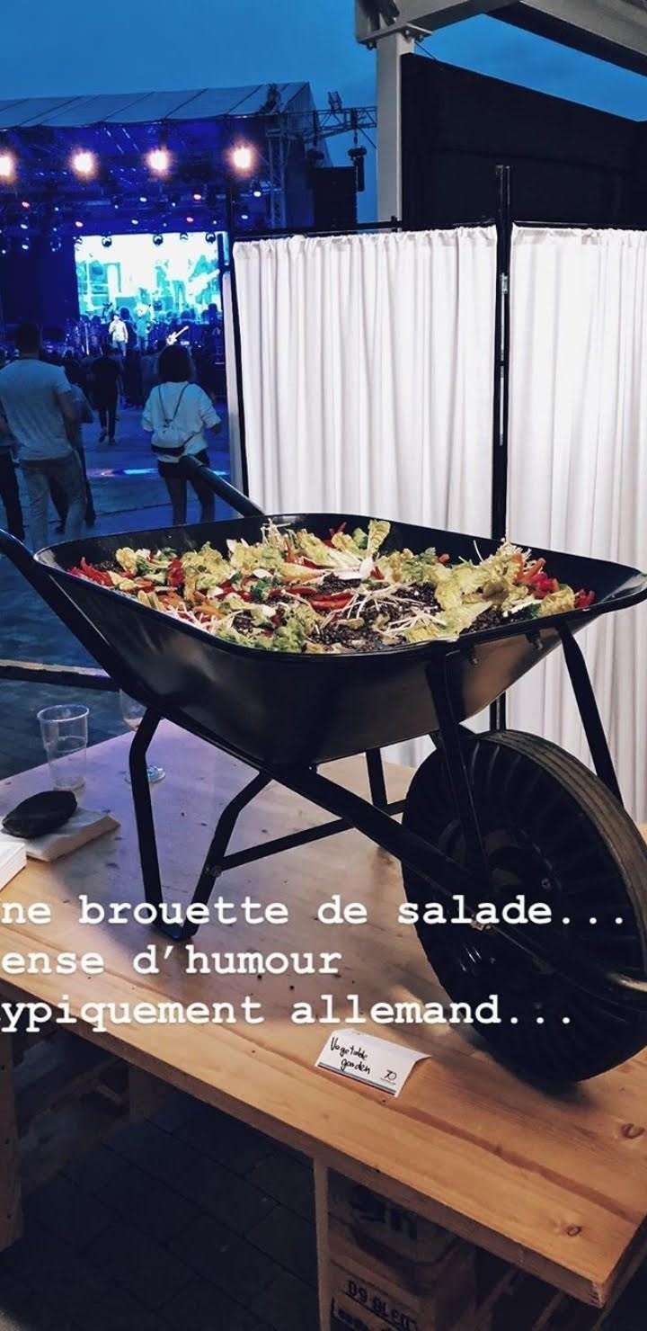 weird restaurant - Product - ne brouette de salade. . . ense d'humour ypiquement allemand. . . Ve got le go den