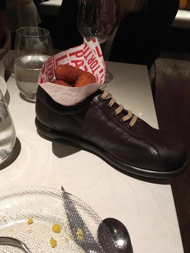 weird restaurant - Footwear - CACH PA TORTI ORAS