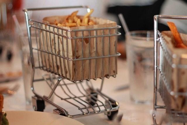 weird restaurant - Shopping cart
