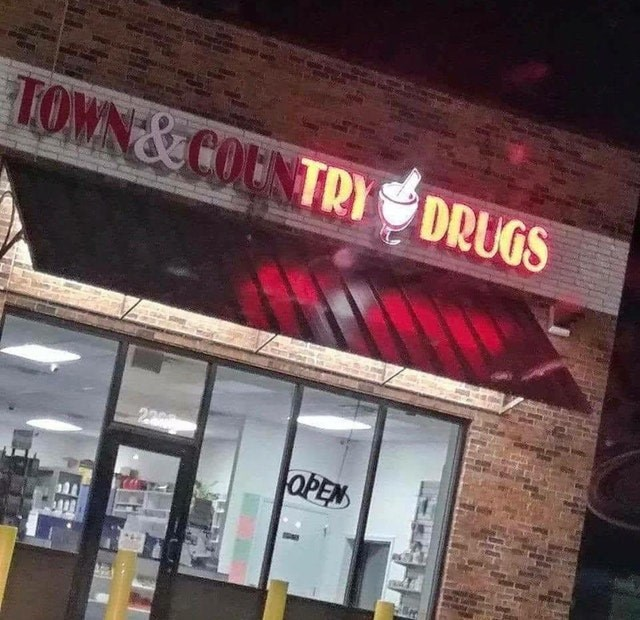 Building - TOWN &COUNTRY DRUGS OPEN EE