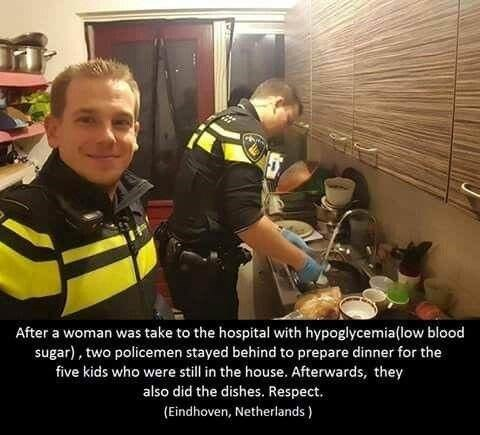 wholesome meme of policemen that made dinner for a family after the mother was taken to the hospital