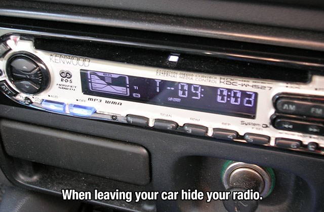 Vehicle audio - RENWOOD IEEROL004 ONTECH BC-W-s27 EERIAT 2 CONTRO RD S C ET AM FM IN mP3 uma Sustem a sCAN nee When leaving your car hide your radio FE w