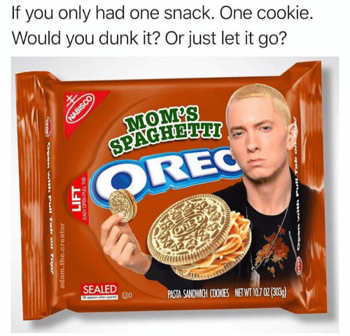 Food - If you only had one snack. One cookie. Would you dunk it? Or just let it go? MOM'S SPAGHETTI OREC OBED SEALED PASTA SANDWMIGH COOKIES NETWT 10,702 (303) NABISCO w .rull Ta on LIFT प