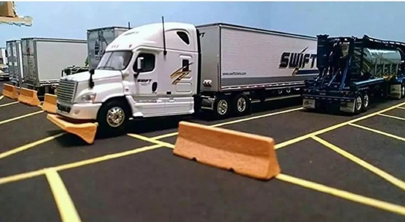 16 Swift Trucking Fails From People Having Substantially Worse Days